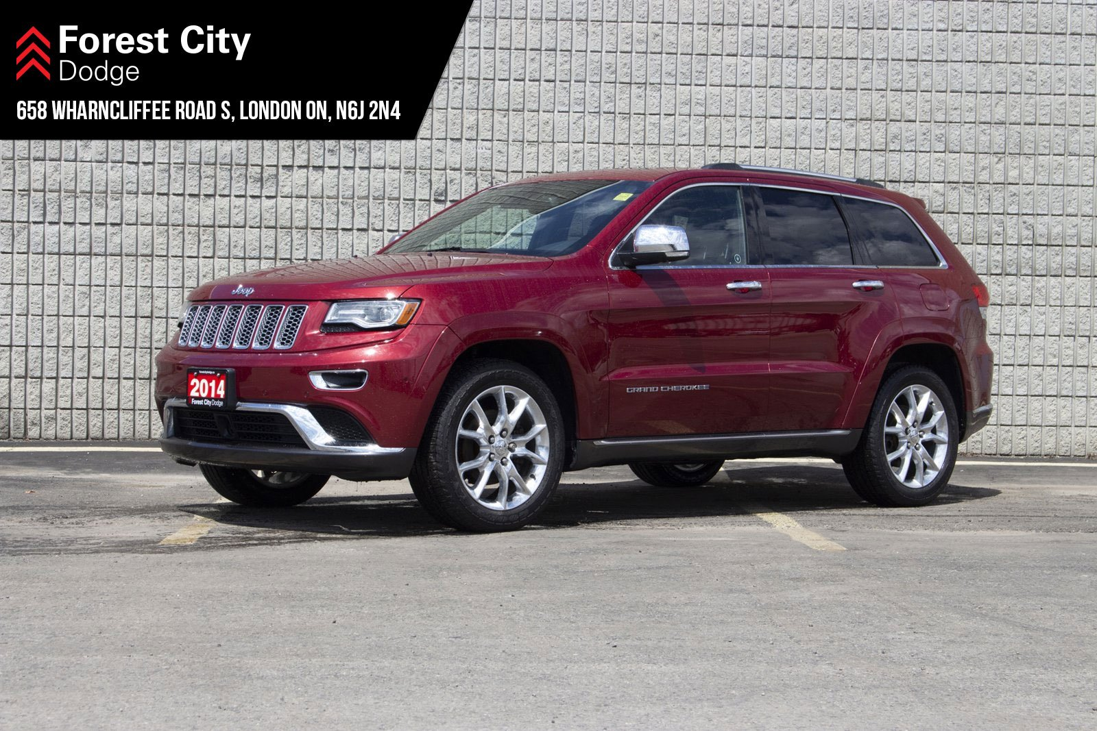 Pre-Owned 2014 Jeep Grand Cherokee SUMMIT | NAVIGATION | KEYLESS ENTRY | REAR VIEW CAM | 4WD